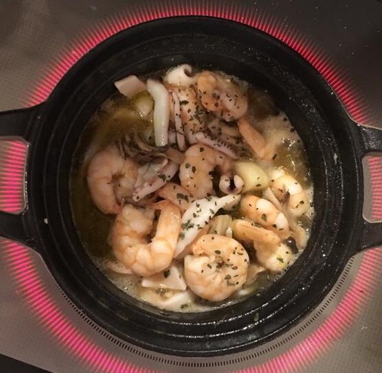 【Staub×CAMP】油料理にも使える!万能ホーロー鍋でアヒージョを作ってみた!